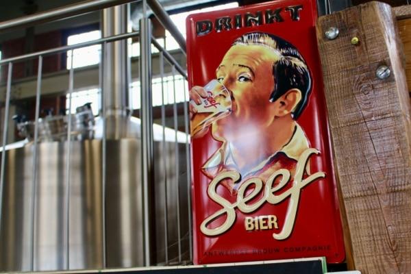 Muurbord Seefbier in de brouwerij